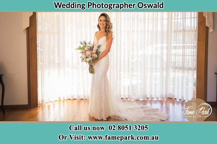 Photo of the Bride holding bouquet of flowers Oswald