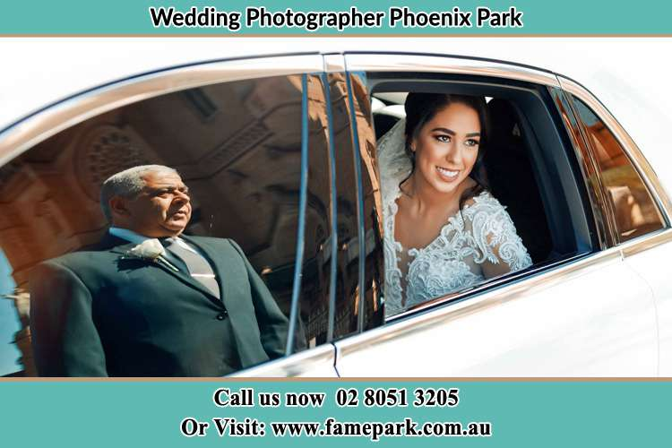 Photo of the Bride inside the car with her father standing outside Phoenix Park NSW 2321